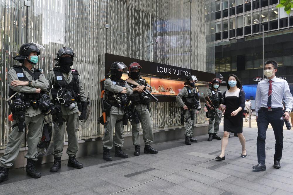 Giới nhà giàu Hồng Kông đang chuẩn bị lối thoát ra nước ngoài