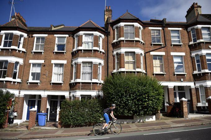 Giá nhà tại Anh chạm ngưỡng thấp nhất trong 10 năm qua