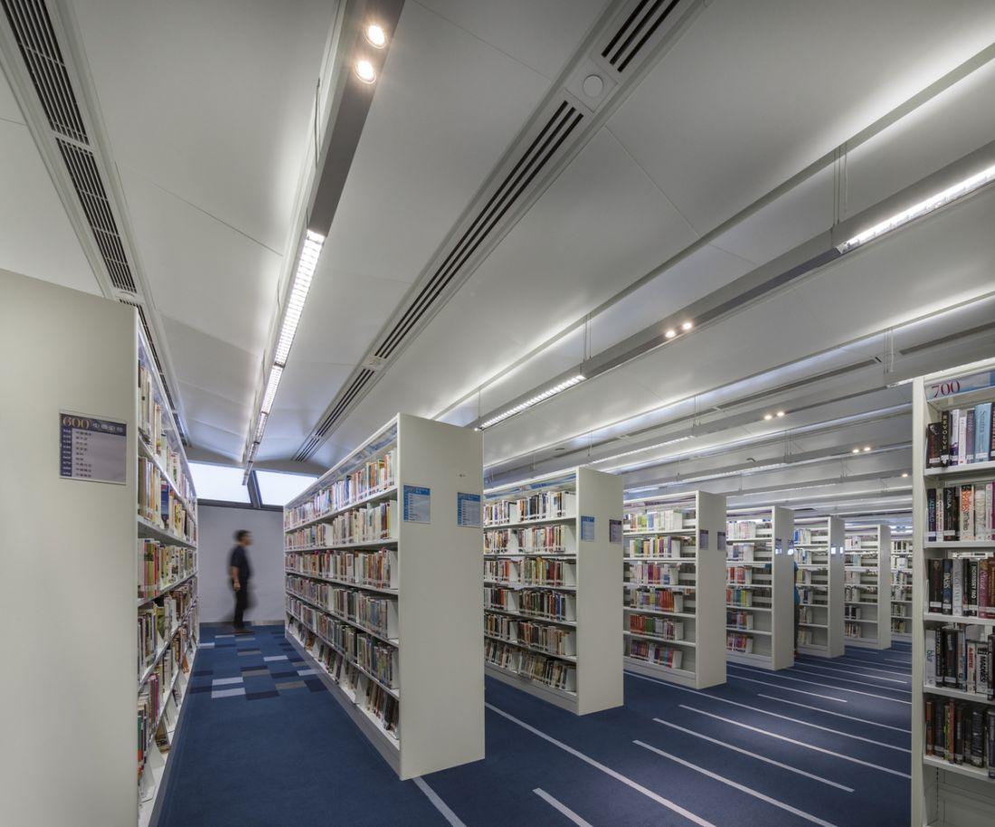 Thư viện vàtrung tâm giải trí trong nhà hình thúng tròn xoắn xếp chồng