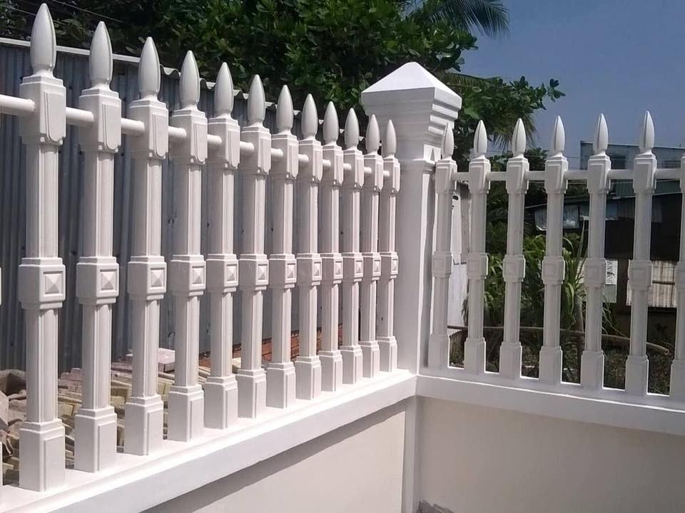 Mẫu hàng rào bằng bê tông thường thấy ở các thiết kế biệt thự nông thôn.
