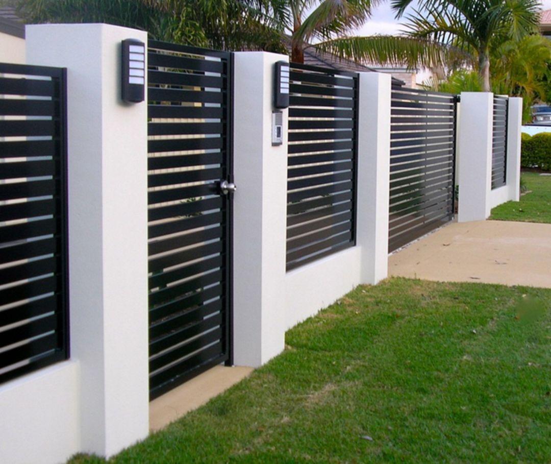 Mẫu hàng rào bằng sắt sơn đen sọc ngang.