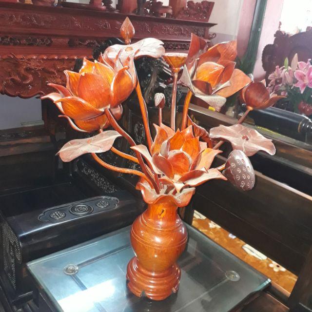 Trang trí phòng khách bằng bình hoa cho nhà đẹp