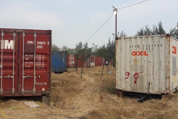 Hà Tĩnh: Sau 4 tháng, 130 thùng container sai phép giữa rừng vẫn không chịu tháo dỡ