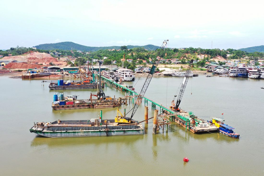 Cầu Cửa Lục 1 đã hoàn thiện các thủ tục về bãi thải, đổ bê tông 81/178 cọc khoan nhồi (cả cầu chính và cầu dẫn)...