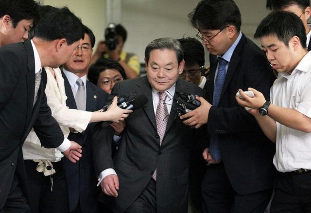 Lee Kun-hee (Tổng tài sản 17,3 tỷ USD, tăng 0,5 tỷ USD so với 2019):