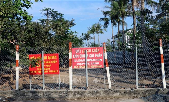 Nhiều hộ dân trên đảo Phú Quốc làm hàng rào, cắm bảng trên đất có chủ quyền hoặc đang tranh chấp (ảnh chụp năm 2019).