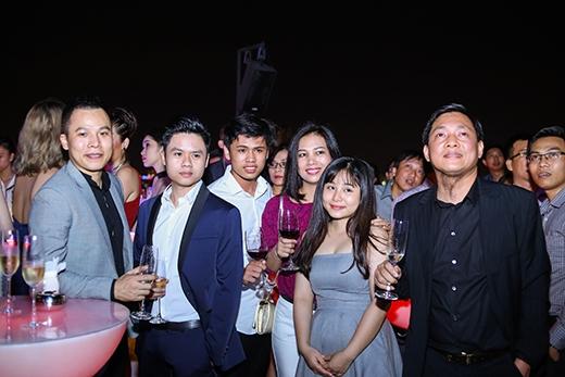Những người nổi tiếng tham dự sự kiện tại Chill Bar