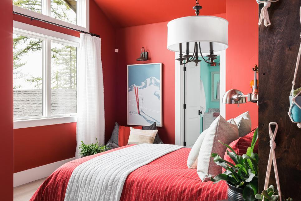 Màu đỏ - Màu sơn phòng ngủ đẹp hợp với mệnh Hỏa