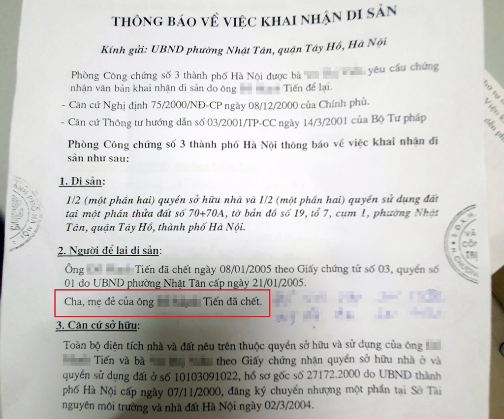 Nội dung ghi ông Hợp và bà An đã chết trong thông báo do con dâu kê khai. Ảnh: Hoàng Lam.