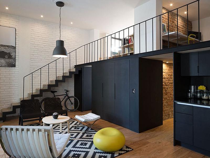Thiết kế cầu thang đẹp cho nhà gác lửng đi liền với vách ngăn phía dưới vừa đơn giản vừa độc đáo, mang lại cảm giác không gian được rộng mở, hài hòa.