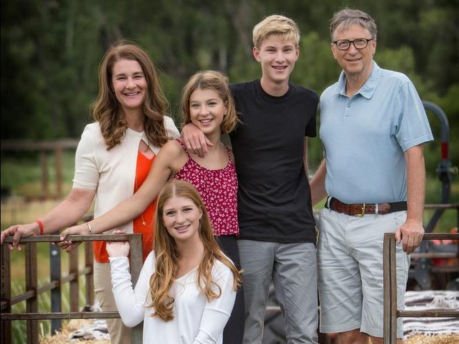 Gia đình tỷ phú Bill Gates. Ảnh: Facebook.