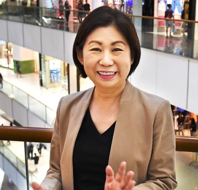 Nữ tỷ phú giàu nhất Philippines - 8 tuổi bán giày, gần 70 vẫn muốn học 4