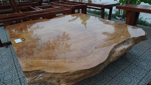 Chiếc phản gỗ bằng lăng