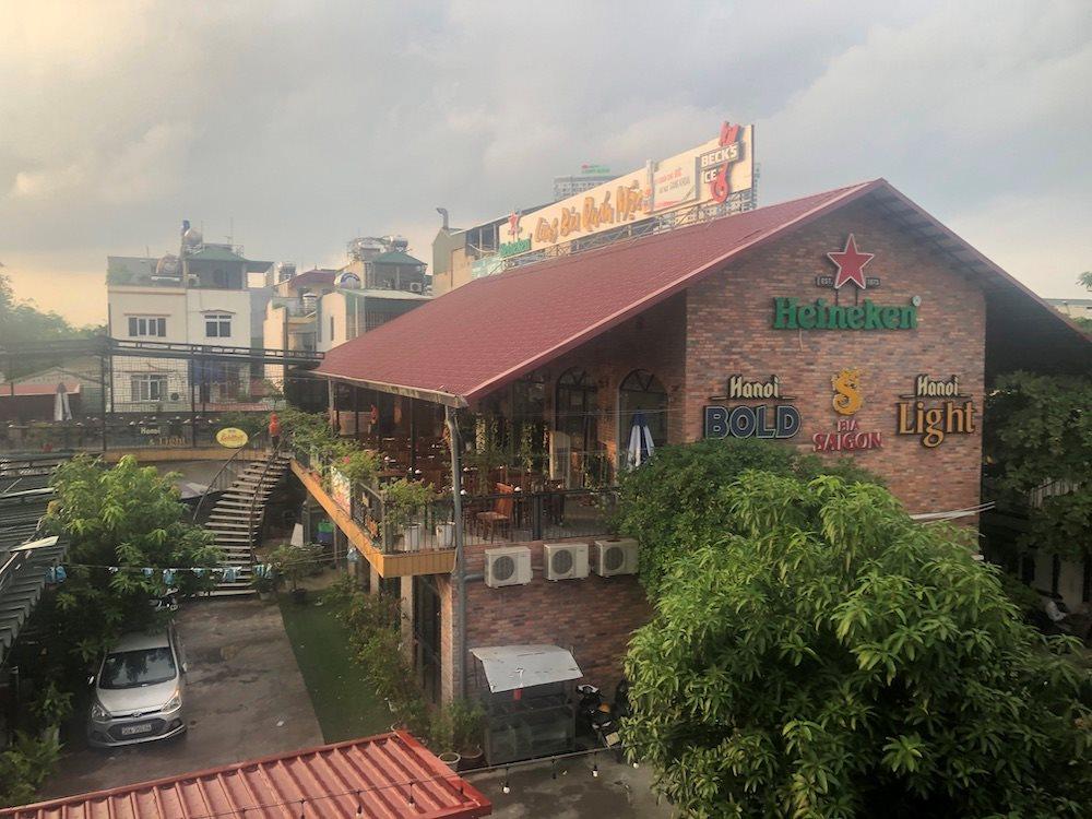 Ngang nhiên xây dựng nhà hàng trên hàng lang thoát lũ sông Hồng