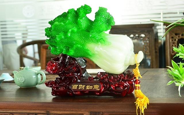 Đặt bắp cải phong thủy trên bàn tiếp khách trong phòng khách có thể tụ khí tốt cho gia đình.