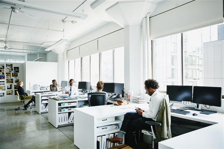 Nhân viên thích làm việc văn phòng hay ở nhà?