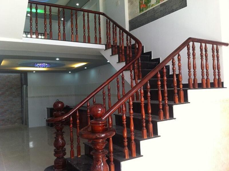Tay vịn cầu thang từ gỗ Căm Xe