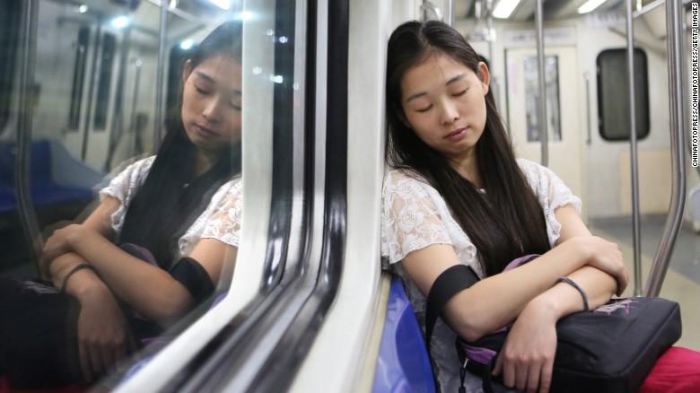 Tại sao người giàu lại ngủ ngon hơn người nghèo?