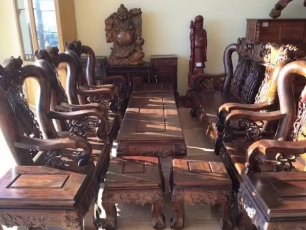 Bàn ghế từ gỗ Chiu Liu