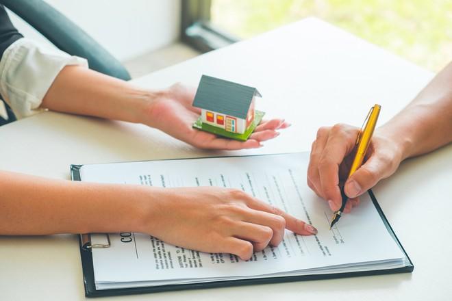 """Những """"cái bẫy"""" câu chữ trong hợp đồng mua bán nhà đất"""