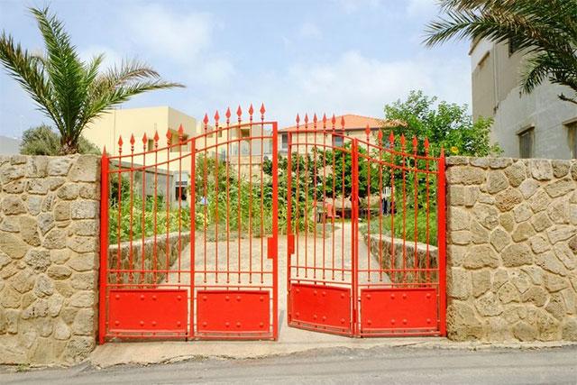 Màu sơn cổng nhà hợp phong thủy theo mệnh