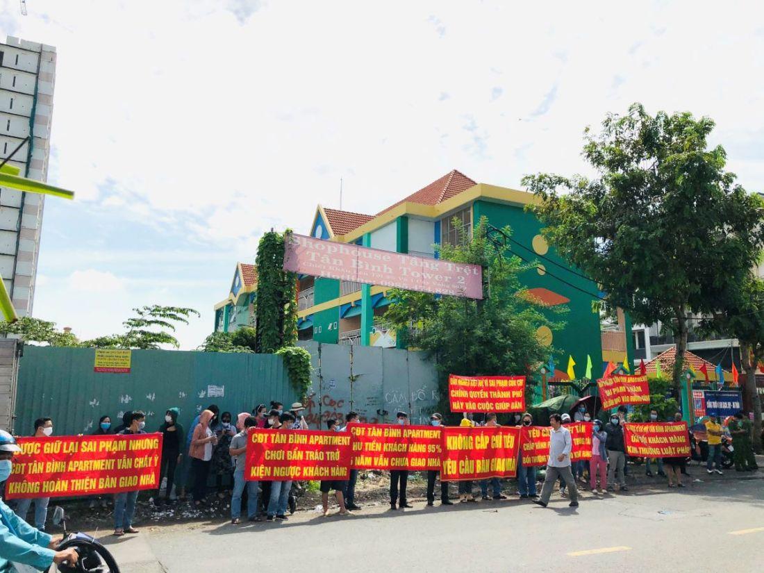 Dân nghèo kiệt quệ vì dự án 5 năm chưa chịu bàn giao nhà