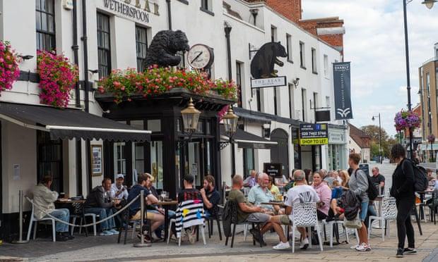Khó khăn bủa vây ngành bán lẻ, khách sạn và nhà hàng của Anh do lệnh hạn chế mới và nguy cơ lây nhiễm lần hai