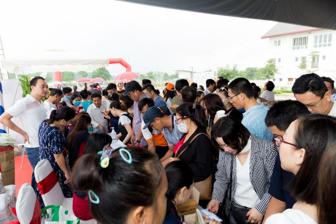Khách hàng chen chân sở hữu nhà phố Vườn Thiên Đàng 2 tại EcoLakes Mỹ Phước