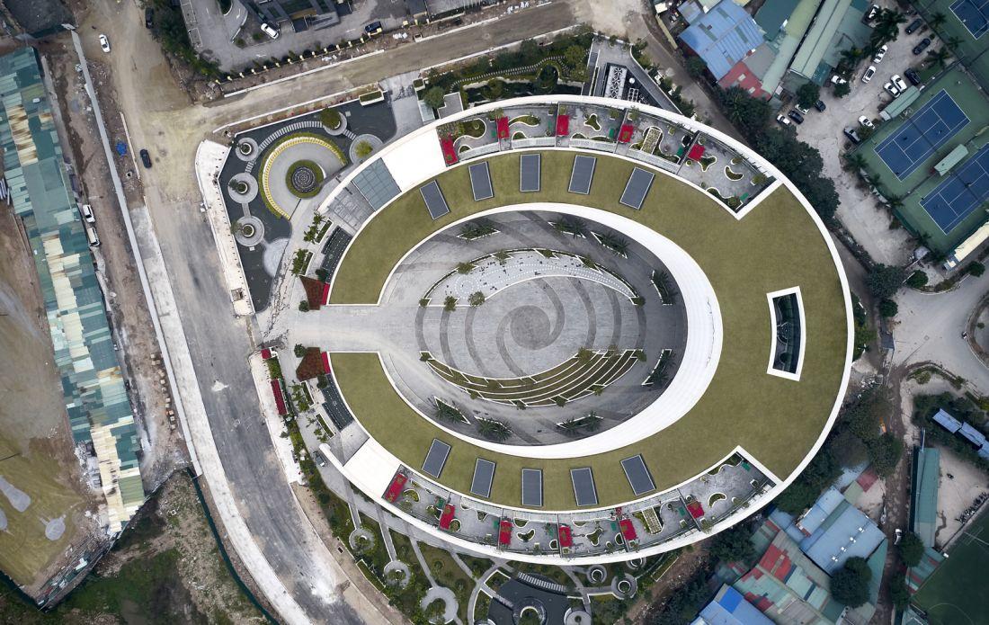 Tòa nhà có một không hai với kiến trúc bầu dục độc đáo tại Hà Nội