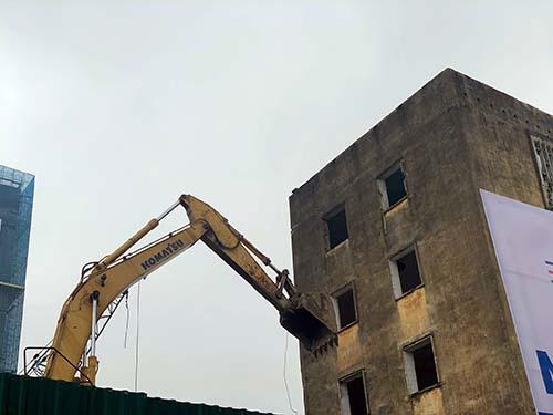Nghệ An: Tiến hành cưỡng chế phá dỡ chung cư Quang Trung xuống cấp nghiêm trọng