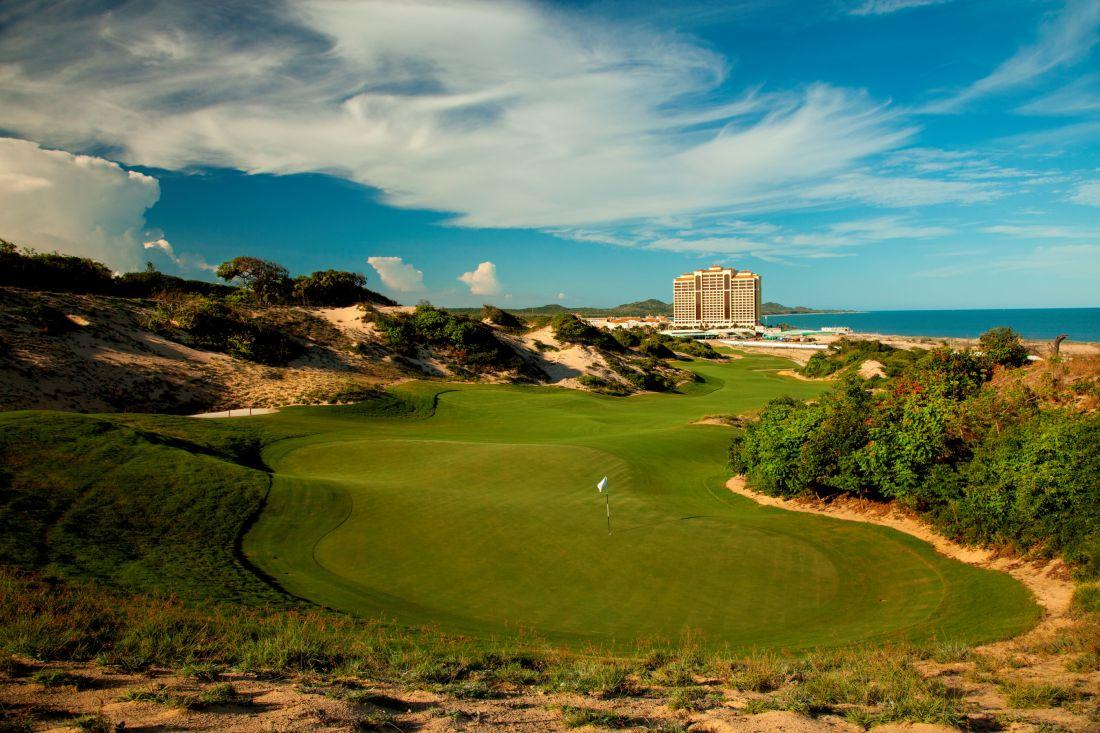 Sân golf 18 lỗ TheBluffs Golf Course