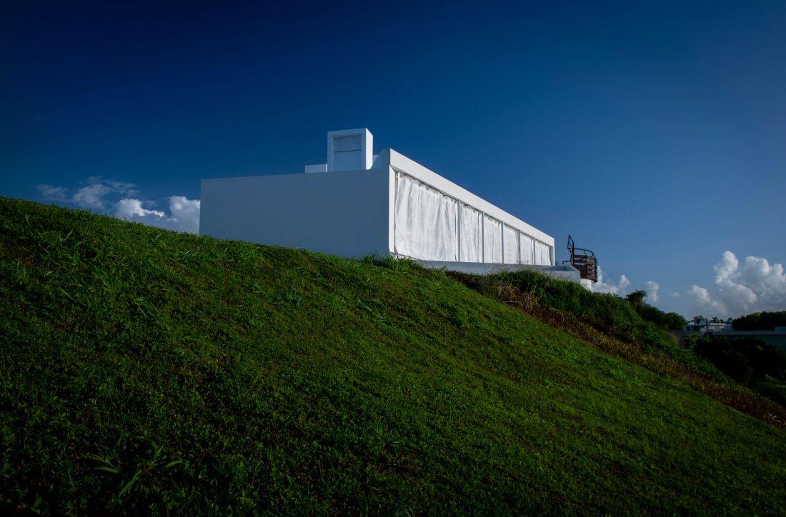 Ngắm ngôi nhà ven biển chống bão hình con thuyền ở Puerto Rico, Hoa Kỳ