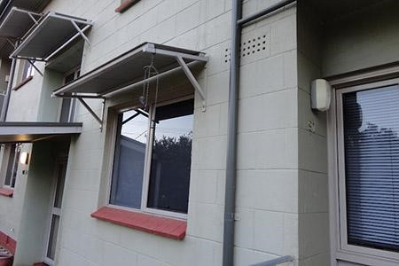 Mẫu mái che cửa sổ bằng tôn