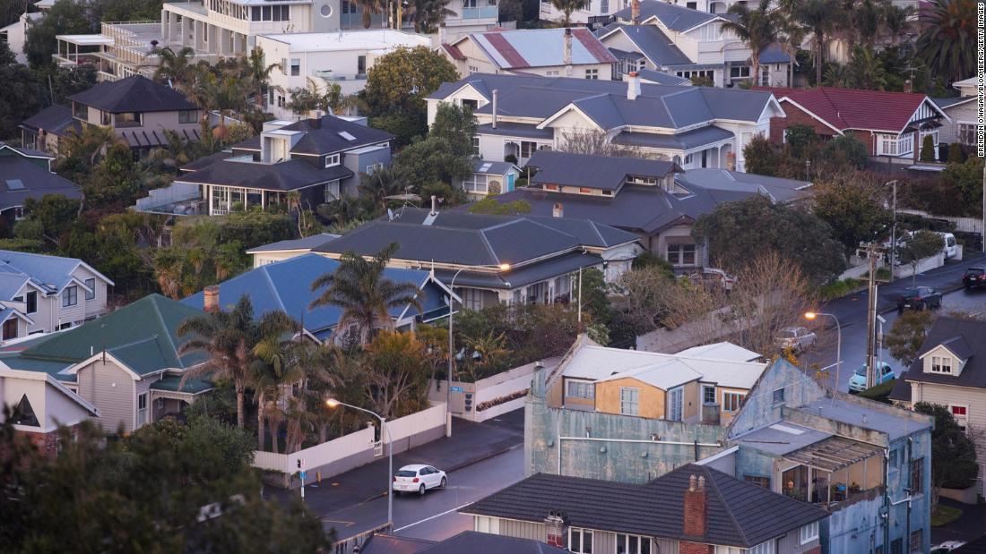 Bất chấp giá cả tăng vọt, người dân trên toàn thế giới điên cuồng lùng mua nhà