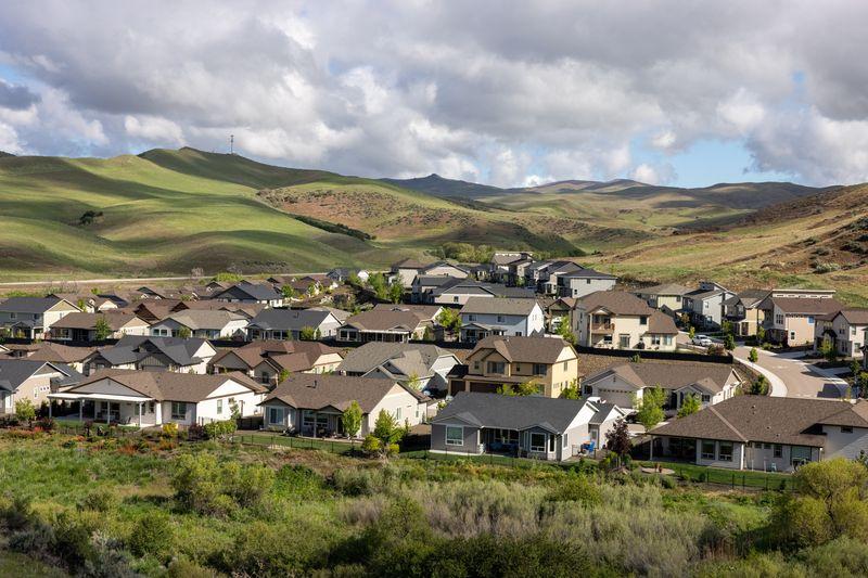 Tại sao cả thế giới điên cuồng mua bất động sản trong đại dịch và kinh tế còn khó khăn?