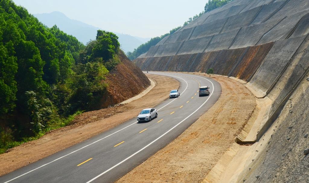 Đề nghị đầu tư cao tốc Cam Lộ - La Sơn lên 4 làn xe [NEW]