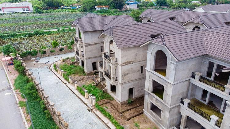 Bất động sản 24h: Bất cập loạt biệt thự hàng chục tỷ đồng bỏ hoang tại Hà Nội [NEW]