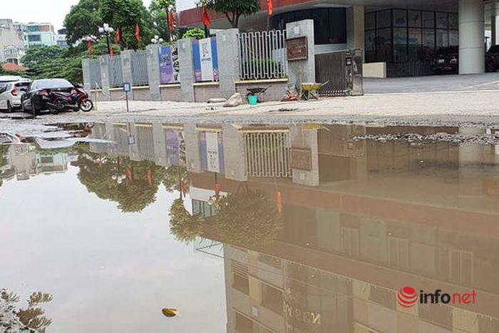 Đường 'nát bét như ao làng' đi qua 3 trường học ở Hà Nội, Quận muốn các Sở phối hợp, cấp bách sửa chữa [NEW]