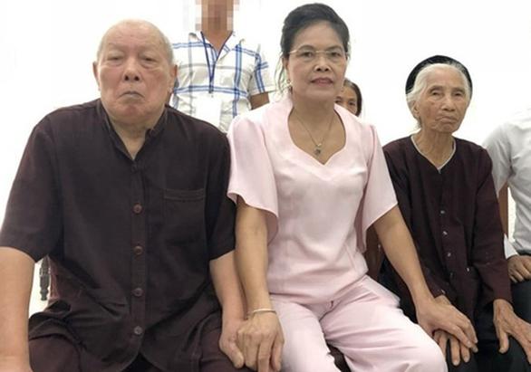 Vụ con dâu khai tử bố mẹ chồng còn sống: Khởi tố vụ án 'thiếu trách nhiệm' [NEW]