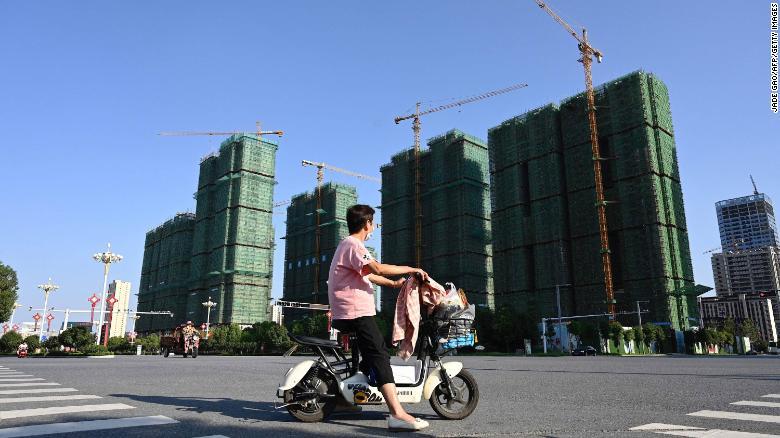 Khủng hoảng dòng tiền ở tập đoàn bất động sản China Evergrande: Vay cả tiền của nhân viên, hứa trả lãi 25%