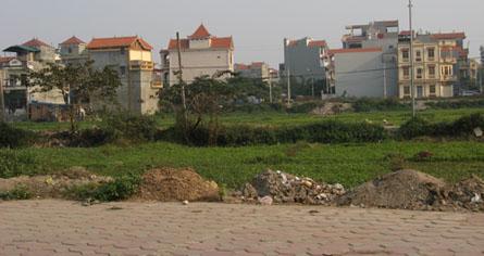 Lãi suất hạ, dân rục rịch rút tiền mua đất