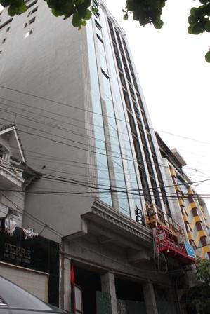 """Các công trình """"quy mô lớn"""" nhưng """"không phù hợp với cảnh quan và nội dung giấy phép"""" trên phố Bùi Thị Xuân."""
