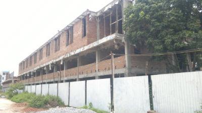Dù đang xây thô, nhưng hầu hết ki-ôt kiêm nhà ở tại TTTM Vôi (Bắc Giang) đã có chủ