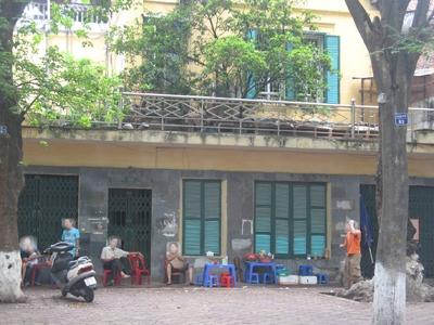 Sau khi gom biệt thự trên phố Phan Đình Phùng, ông Hoàng cho thuê lại tầng 1 để bán cà phê và nước trà