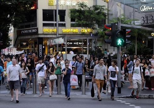 Frasers Centrepoint nằm trên khu phố mua sắm sầm uất Orchard Road. Ảnh: Bloomberg