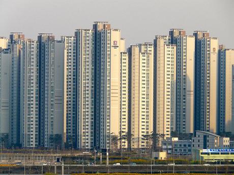 Các tòa nhà bên bờ sông Hàn ở thủ đô Seoul của Hàn Quốc. Ảnh: Flickriver.