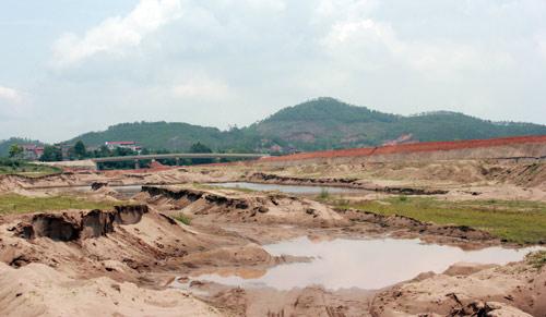 Bẻ dòng sông Đà xây khu du lịch
