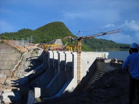 Thuỷ điện Hương Điền đã phát điện thương mại gần 2 năm vẫn nợ đầm đìa các nhà thầu