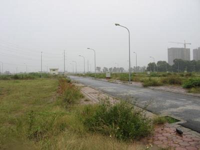 Nhiều dự án đất dịch vụ của Hà Nội thi công chậm chạp hoặc bỏ hoang. Ảnh: N.H