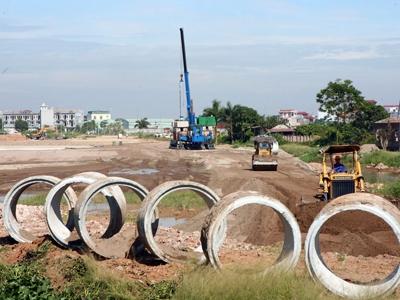 Dự án cao tốc Thái Nguyên - Hà Nội bị chậm tiến độ do đền bù giải phóng mặt bằng Ảnh: Hồng Vĩnh